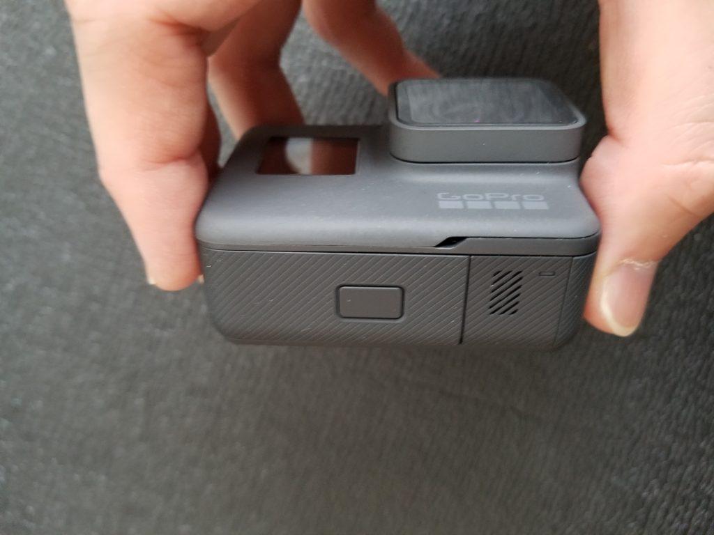 GoProにサンディスクを挿入